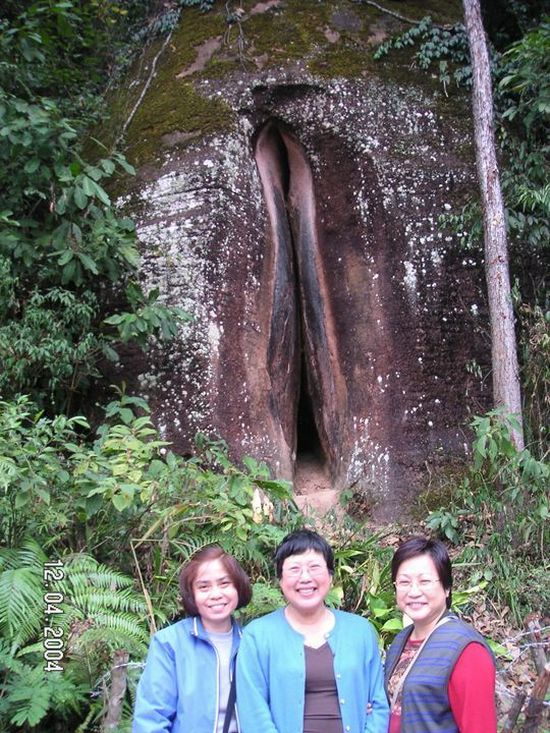 vagina-shape cave in China